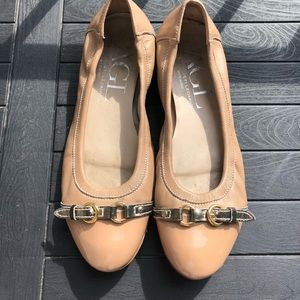 AGL PATENT BEIGE TOE LEATHER BACK BALLET FLATS 39